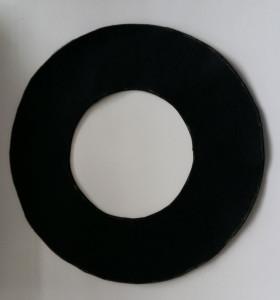 Den Riemen selber zeichnen (die Radiusangaben für die Kreise findet ihr in der Beschreibung) Nahtzugaben brauchen wir hier auch nicht.