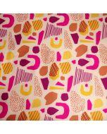Hellbeiger Softshell Stoff mit Musterung in Ockertönen und pink. Der Stoff ist ideal für Jacken, Taschen, Matschhosen.