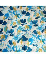 Hellbeiger Softshell Stoff mit Musterung in diversen Blautönen und senf. Der Stoff ist ideal für Jacken, Taschen, Matschhosen.