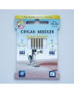 Super Stretch Nadeln für Haushalt-Nähmaschinen - für elastische Stoffe. Die Packung enthält 3 Nadeln in Stärke 75 und 2 Nadeln in Stärke 90.