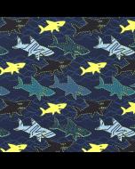 Blauer Jersey Stoff mit eher dunklen Haifisch-Muster in petrolblau und petrolgrün - mit einigen Haifischen in neongelb. Die Haifisch-Muster leuchten gelb unter Schwarzlicht.