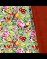 Softshell Stoff mit wasserabweisender und winddichter Oberfläche in khaki mit bunten Vogel- und Blumenmuster. Perfekt für Jacken, Hosen, Taschen, Decken.