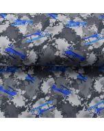 Warmer Softshell Stoff in grau mit blauen Flugzeugmotiven. Der Stoff ist wasserabweisend und winddicht.