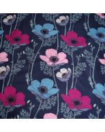 Dunkelblauer softshell Stoff mit grossen Blumenmotiven in rosa, magenta und himmelblau für Softshell-Jacken, Outdoor-Hosen oder Taschen.