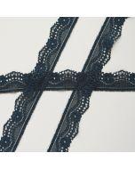 Weiches, längselastisches Spitzenband in dunklem petrolblau in günstiger Budgetpackung - die Spitze ist sehr weich, bestens geeignet für Unterwäsche und hautnahe Bekleidung.