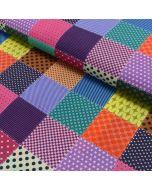 Bunter Stoff aus 100% Baumwolle mit unterschiedlich gemusterten Quadraten - die einzelnen Quadrate sind ca. 6x6cm gross.
