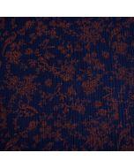Weicher Musselin (Double Gauze) Stoff in dunkelblau mit feinen Blumen- und Vogelmotiven in rostrot für Damenbekleidung und Kinderklamotten.