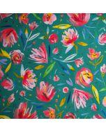 Weicher, bielastischer French Terry (Sommersweat) Stoff in grüntürkis mit feinen Blumenmuster, die wie Aquarellmalereien aussehen. Der Stoff ist perfekt für Pullis, Hosen, Mützen; usw.