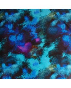 Schöner Lycra Stoff in diversen Blau- und Türkistönen mit feinen Akzenten in fuchsia. Der Stoff ist perfekt für schöne, nicht zu auffällige Bademode.