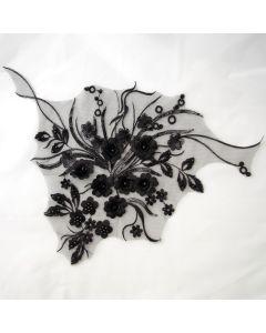 Spitzenbesatz - Stickerei-Applikation in schwarz mit Satinblumen, Perlen und Pailletten für festliche Kleider, Blusen oder T-Shirts - 38x38cm.