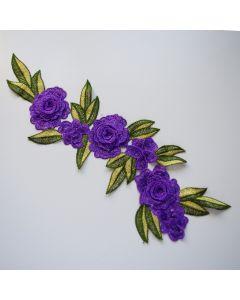 Stickerei - Spitzenapplikation mit Blumenmotiv in violett um Kleidungsstücke wie Jeans aufzupeppen. Auch auf Kleider oder Taschen sieht sie toll aus.