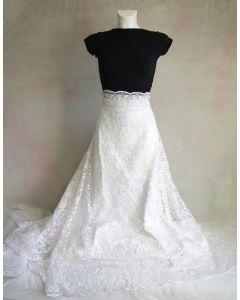 Spitze - Tüllstickerei Stoff für Brautkleider und festliche Mode in weiss