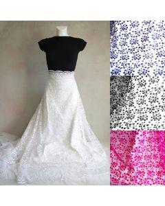Spitze - Tüllstickerei Stoff mit feiner Musterung auf weichem Mesh für Brautkleider und Abendkleider.