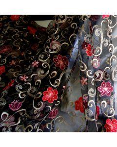 Reich bestickte Spitze - Tüllstickerei Stoff (auch als St.Galler Spitze genannt) für festliche Kleider, Brautkleider, Abendmode - die Rankenmotive der Spitze sind hellgold, die Blumen sind rotlachs und puderviolett.