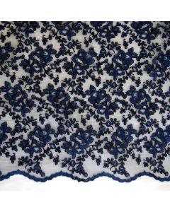 Weicher, elastischer Spitzenstoff - blaue Stickerei auf schwarzem, querelastischem Mesh mit beidseitigen Bogenkanten für Kleider, Röcke, Blusen; usw.