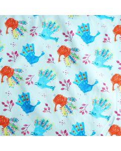 Feiner Baumwolljersey Stoff in heller aquamarine bunten, mittelgrossen Handabdruck-Motiven. Die Abdrücke sehen aus wie von Kindern gemacht bzw. bemalt.