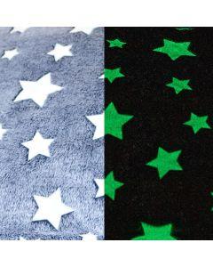 Flauschig weicher, warmer Plüsch Stoff in hellgrau mit weissen Sternmuster. Die Sternchen fluoreszieren im Dunkeln. Perfekt für warme Decken, Kinder-Plüschjacken; usw.