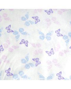 Weicher, glatter Baumwolle-Popeline Stoff in weiss mit sehr hellen Schmetterlingsmuster in diversen Pastellfarben. Der Stoff ist perfekt für Bekleidung und Deko.