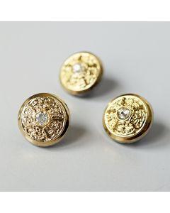 Glänzender, zierlicher Knopf in gold mit einem Strassstein in der Mitte. Der Knopf ist die perfekte Ergänzung für festliche Blusen, Kleider - auch für Deko geeignet.
