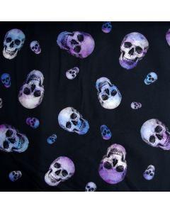 Jersey Stoff mit Totenkopfmuster in blau und violett. Single Jersey Qualität für Tops, T-Shirts, Halstücher, Unterwäsche; usw.