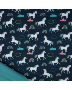 Wasserabweisender und winddichter Softshell Stoff in dunkelblau mit Einhorn- und Regenbogen-Muster für Kinderjacken, Fussäcke oder Matshhosen