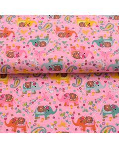 Bielastischer Jersey Stoff in rosa mit süssen, bunten Elefant-Motiven. Der Stoff ist perfekt für Kinder- und Babybekleidung und Unterwäsche.