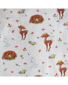 Jersey Stoff mit süssen Hirsch - Reh und Hasenmotiven auf offwhite - Der Stoff ist aus Baumwolle mit einem Elastananteil.
