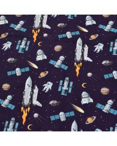 Lässiger Jersey Stoff für kleine Weltraumfahrer - der Stoff ist dunkelblau mit diversen Weltraum-Motiven: Rakete, Satellit, Astronaut, Raumschiff.