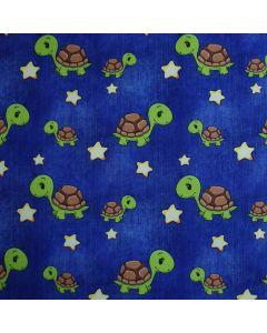 Jeansblauer Softshell Stoff mit lässigen Schildkrötenmuster für süsse Kinderjacken, Matschhosen oder Outdoor-Decken.