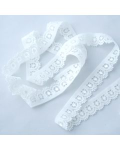 Weiches, längselastisches, schmales Spitzenband in ivory mit einer Bogenkante und einer geraden Kante - für Bekleidung, Unterwäsche und Deko - in 5m-Budgetpackung
