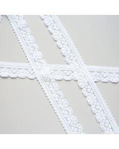 Weiche, schmale, elastische Spitze in weiss mit einer geraden und einer Schmuckkante. Pefekt um elastische Stoffe aufzuwerten. Auch für Deko oder zum Basteln.