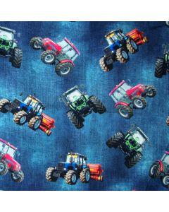 Jeansblauer Digitaldruck Jersey Stoff mit bunten Traktormuster - die Traktoren sind mittelgross, der Stoff ist perfekt für kleine und grosse Traktorfans.