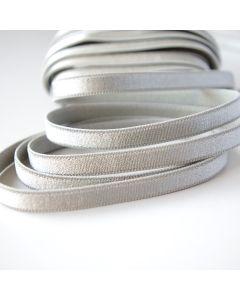 Weiches, schmales Trägergummiband für BHs und tops in silbergrau.