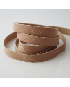 Glattes, mittelstarkes Trägergummiband für BHs und Tops in matt beige/hautfarbe. Die Rückseite ist flauschig angeraut.
