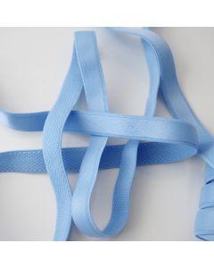Trägergummi, BH-Trägerband in hellblau mit glänzender Oberfläche.