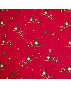 Sweat Stoff 'Kleine Hexe' mit süssen Hexenmotiven auf erdbeerrotem Hintergrund. Weiche, mittelschwere Qualität mit flauschiger Rückseite.